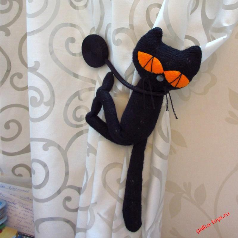 Кот — магнит шторный