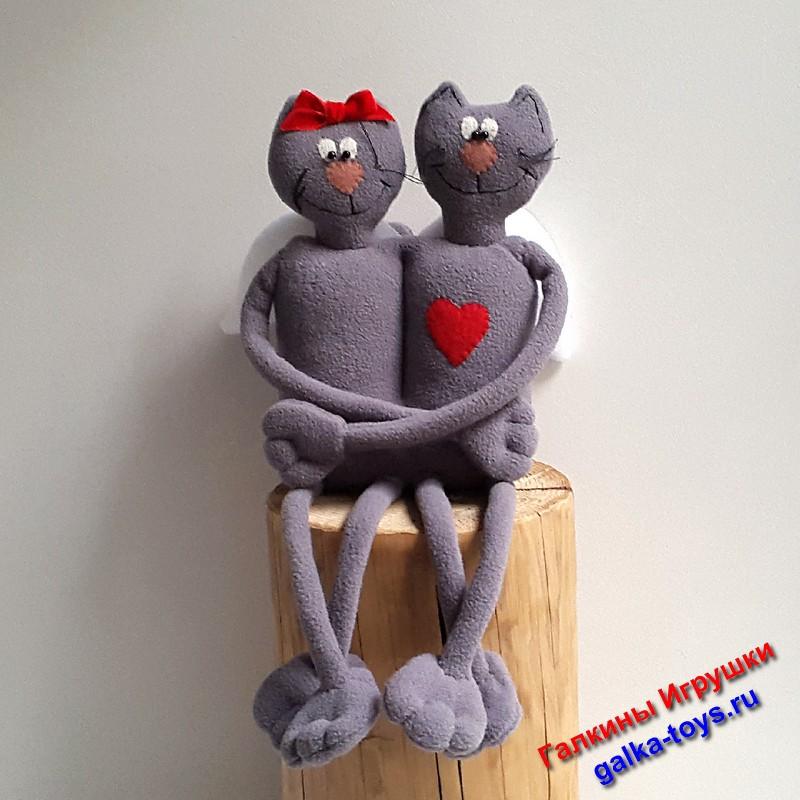 Влюбленные котики.
