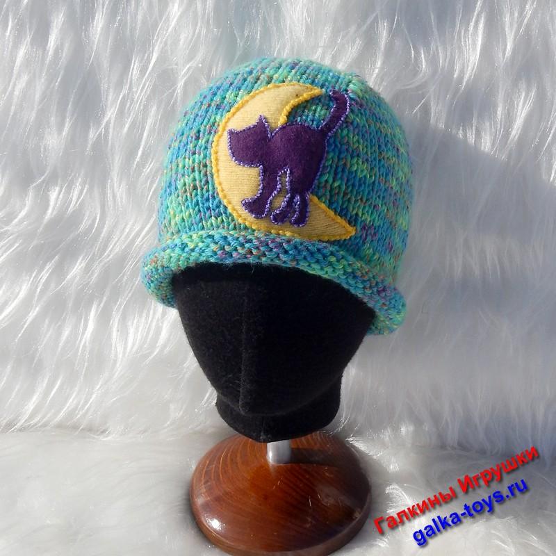 Кот, луна и теплая женская шапка