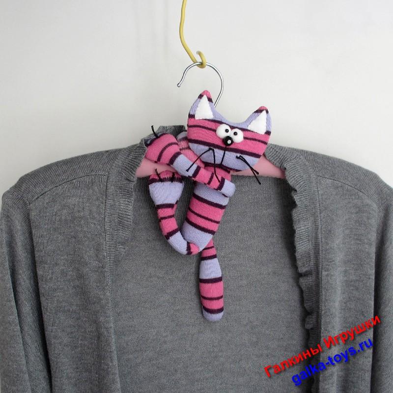 серый полосатый кот, модная вешалка, виды вешалок для одежды, нестандартные подарки, полосатые коты фото, полосатый котик, плечики для одежды фото, оригинальные вешалки, вешалка под одежду, плечики для нижнего белья, мягкие плечики для одежды, плечики для одежды цена, плечики для пиджака, мягкие плечики, вешалка гардеробная цена, мягкие плечики купить, мягкие вешалки для одежды, плечики для вещей, вешалки для одежды мягкие, плечики для трикотажа, кот усатый полосатый, кот с сосиской фото,