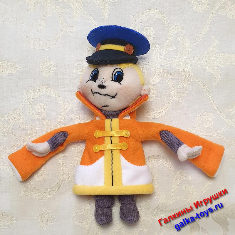 Симпатичный мультипликационный персонаж - это шитая мягкая игрушка. Тельце, ручки, голова, ушки из флиса телесного цвета; кафтан из оранжевого.