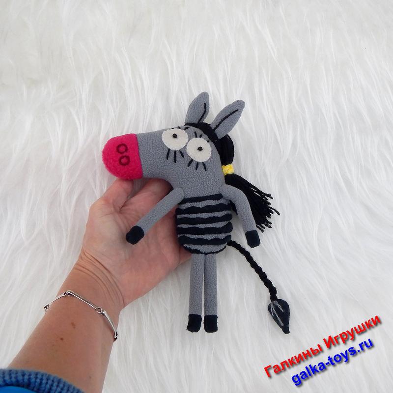 Эта мягкая игрушка станет оригинальным подарком для детишек, которые очень любят этот мультфильм.
