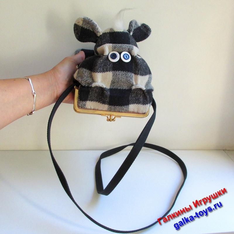 Любая девочка с удовольствием спрячет в сумочку -  гиппопотама свои сокровища и будет этому очень рада.
