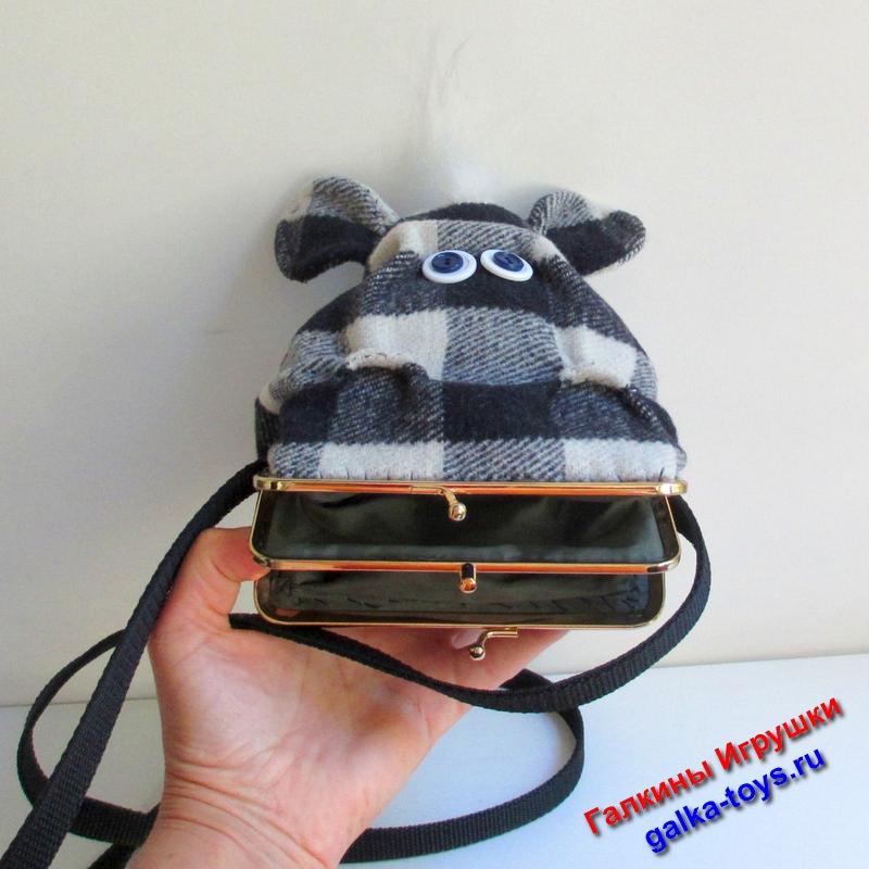 Такая сумка - отличный подарок ребенку. Может подойти и девушке - любительнице бегемотиков.
